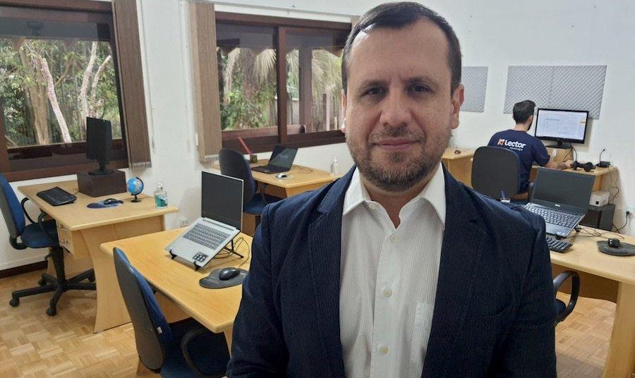 CEO da Lector, Alex Sandro da Silva, no escritório
